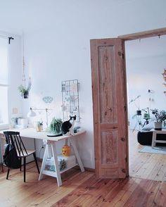 • My place ☺️• Mój kawałek podłogi #myhome#home#nordic#realhomes#myplace#livingroom#desk#workspace#homeoffice#cat#bedroom#love#door#wood#homelove#homestyle#homedecor#biurko#bed#apartment#interiordesign#wnętrze#living#vscohome#vscocam#love#kamienica#kot#myhome2inspire#lovemylife#chair#biurko
