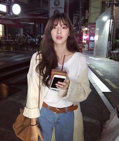 Korean Fashion Trends, Asian Fashion, Hijab Fashion, Fashion Outfits, Medium Straight Haircut, Fashion Cover, Neutral Outfit, Korean Outfits, Ulzzang Girl