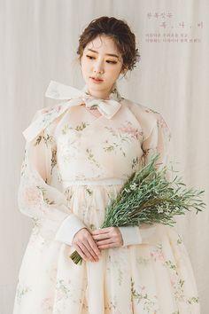 Korean Fashion Dress, Korean Dress, Korean Outfits, Ulzzang Fashion, Korean Traditional Dress, Traditional Fashion, Traditional Dresses, Lovely Dresses, Beautiful Outfits