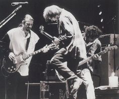 Neil Young and Crazy Horse - The smell of the Horse in action ... Rustin' out. It's something to behold.