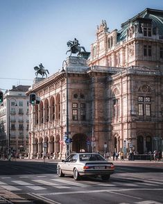 Me gusta, 63 comentarios - Wien Vienna State Opera, Seen, Trekking, Austria, Louvre, Street View, Europe, Photo And Video, Architecture