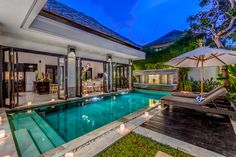 Villa Jepun - Large open plan living and dining area with high soaring ceilings, by-fold timber doors opening out onto the pool, custom made 6 seater dining table, large comfy sofa, vivid artwork and plenty of natural lighting.