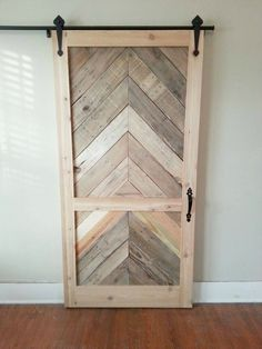 Old Pallets Using six pallets, plywood siding and pine boards, Everett Ballenger made a sliding door for his closet. Old Closet Doors, Barn Door Closet, Diy Barn Door, Diy Door, Barn Door Hardware, Pallet Door, Pallet Closet, Pallet Barn, Closet Door Makeover