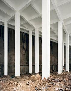 Bas Princen espacio blanco columnas
