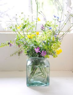Beautiful, simple, bouquet of wildflowers. Love it!