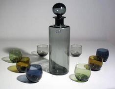 Hopea, Saara Manufacturer: Nuutajärvi http://www.designlasi.com/en/content/saara-decanter-and-marja-cocktail-glasses-hopea-saara