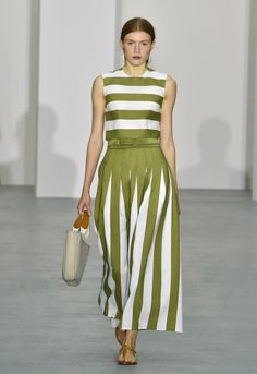 See all the Collection photos from Jasper Conran Spring/Summer 2017 Ready-To-Wear now on British Vogue Fashion 2017, Look Fashion, Runway Fashion, Fashion Show, Womens Fashion, Fashion Design, Vogue Fashion, Casual Dresses, Fashion Dresses