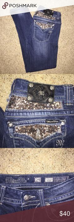 Miss Me Skinny Jeans Size 29. Gold sequin design on butt. Miss Me Jeans Skinny
