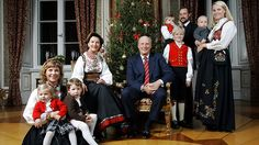 King Harald of Norway and his wife Sonja celebrate surrounded by her children…