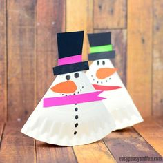 Time for another adorable wobbling craft, let's make a rocking paper plate snowman together. You will soon see how easy and fun these are to make. *this post contains affiliate links* Snowmen are a great project to make either for Christmas or winter theme. Now if you ask me, building a real snowman out of …