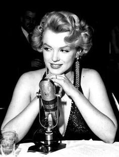 Another beautiful picture of Marilyn Monroe. ♥ Like my pins? Pls share and visit my celebrity site at www.celebritysize... ♥ #celebritysizes
