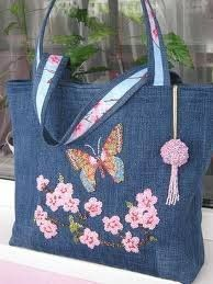 More jeans bag - maomao - I move your feet - Best Sewing Tips Patchwork Bags, Quilted Bag, Jean Purses, Purses And Bags, Do It Yourself Jeans, Embroidery Bags, Flower Embroidery, Embroidery Patterns, Denim Purse