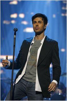 Enrique Iglesias - Latin men...are so beautiful!!!! Et j ...