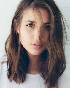 Loving this long bob hairstyle. The subtle caramel highlights give it that extra… Loving this long bob hairstyle. The subtle caramel highlights give it that extra punch. Loving this long bob hairstyle. The subtle caramel highlights give it that extra. Lob Styling, Langer Bob, Long Bobs, Long Bob Hairstyles, Trending Hairstyles, Middle Hairstyles, Asian Hairstyles, Long Haircuts, Latest Hairstyles