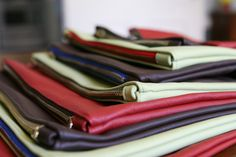 DIY Leather Pouches! @Terri Griffith DiNarda Do you think we could make one of these when I'm home for Christmas?!?!