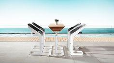 A Higold kerti bútorai az újhullám képviselői - a forma a funkció szolgálatában. Kollekciójuk a luxus szerelmesei számára kínál egészen egyedi alternatívát. A dizájn egyértelműen a modern eleganciát tükrözi. Outdoor Chairs, Outdoor Furniture, Outdoor Decor, Outdoor Bar Sets, 360 Design, Modular Sofa, Sun Lounger, Outdoor Living, Modern