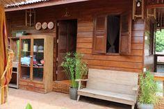 แบบบ้านสวน บ้านไม้ทรงไทยสไตล์โบราณ มีใต้ถุนบ้าน สวยงามเหมาะกับคนรักธรรมชาติ Bahay Kubo, Timber Architecture, Thai House, Bamboo House, Love Home, Hostel, Shed, Home And Garden, Outdoor Structures