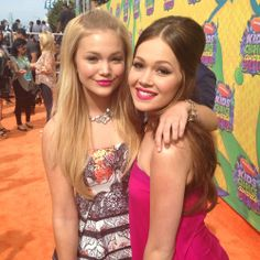 Kelli Berglund with Olivia Holt I never reliezed how much these to look alike