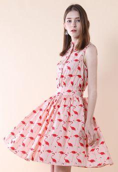 Vous cherchez quelque chose de chic et audacieuse ? Cette robe a tout — chic et flamant ludique, jupe multicouche et une silhouette légère tutu ! Couplez-la à sandales mignons pour un look sophistiqué !  - Triples couches sur la partie de la jupe - Fermeture boutonnage sur le devant - La certains en ruban pour attacher un nœud papillon - 100 % polyester - Lavage à la main à froid  Taille (en cm) Longueur Buste Taille  XS            94     84    64 S       …