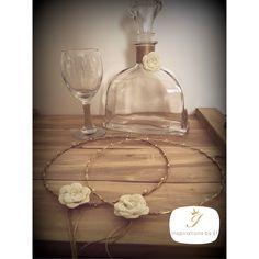 Σετ καράφα ποτήρι γάμου και ξύλινος χειροποίητος δίσκος...  Vintage wedding decoration.. wood and gold... Χρυσές λεπτομέρειες που κάνουν τη διαφορά... Wine Decanter, Barware, Vintage, Wine Carafe, Vintage Comics, Tumbler