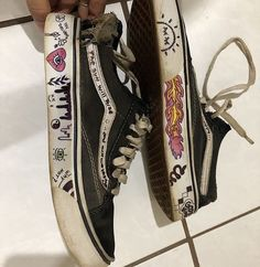 Grunge Outfits, Grunge Shoes, Mode Outfits, Aesthetic Shoes, Aesthetic Grunge, Aesthetic Clothes, Vans Customisées, Vans Shoes, Asics Shoes