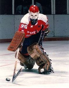 Hockey Goalie, Hockey Games, Hockey Room, Goalie Mask, Sprint Cars, Bobber Motorcycle, Vancouver Canucks, Washington Capitals, Go Blue