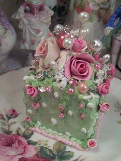 Paris COTTAGE ROSE DECORATED FAKE CAKE CHARMING Cakes Cakes
