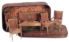 Puppen & Spielzeug Museum: 442 Fine French Wooden Dollhouse Furnishings in Original Box
