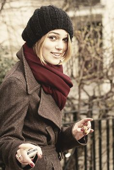 Keira Knightley, i LOVE that scarf!!