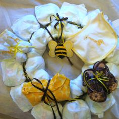 Diapers Wreath .... Excellent gift for a baby shower