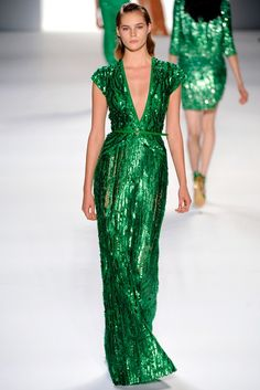 Celebrities who wear, use, or own Elie Saab Spring 2012 RTW Green Sequin Gown. Also discover the movies, TV shows, and events associated with Elie Saab Spring 2012 RTW Green Sequin Gown. Trend Fashion, Fashion Week, Look Fashion, Runway Fashion, Fashion Show, Paris Fashion, Oscar Fashion, Budget Fashion, Fashion Models