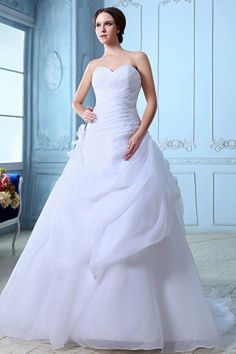 Best Wedding Dresses Shop offers Sweetheart Court Train Organza Ball Gown Wedding Dress Ruch price under a line/princess white color,floor length organza zipper back court train train for garden / outdoor church . A Line Bridal Gowns, Wedding Dress Organza, Pretty Wedding Dresses, Wedding Dresses 2014, Wedding Dress Shopping, Cheap Wedding Dress, Wedding Outfits, Plus Size Prom Dresses, Cheap Prom Dresses
