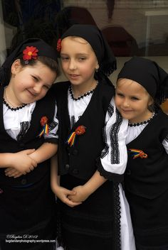 Children of Romania Beautiful Places To Visit, Beautiful World, Kind Photo, Popular Costumes, Visit Romania, Distinguish Between, Folk Costume, Beautiful Children, Continents
