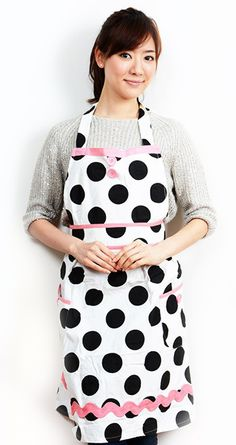 Dancing Dots Apron has just the right touch of pink!!!  Use coupon code TURKEY40 for 40% off your entire purchase!!!