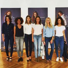 Juhu! @levis_germany hat unsere Jeans-Gebete  erhört: Mit dem ab August erhältlichen Lot 700-Konzept gibt es für wirklich JEDE Figur die passende Jeans @silkrelations #levis #jeans #liveinlevis #lot700 #perfectfit #perfectjeans #freundinloves #freundinmagazin