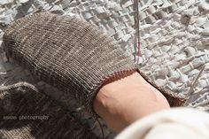 anana: Villasukat pyöröpuikolla varpaista varteen, kaksi kerralla! [kuvallinen ohje] Espadrilles, Winter Hats, Stockings, Socks, Knitting, Fashion, Espadrilles Outfit, Moda, Tricot