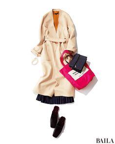11月になってぐんと秋らしくなった休日は、まろやかなクリームカラーのガウンで。インは紅葉を思わせるマスタードのニットと女っぽいプリーツスカートで女らしく仕上げて。足元にファー付きシューズを合わせれば、トレンド感もばっちり。さらに、ブレスの重ね付けが旬な今季は、長めの華奢ネックレス・・・