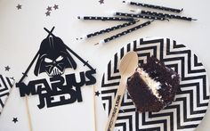 ORGANISER UNE FÊTE STAR WARS Star Wars Birthday, Star Wars Party, Anniversaire Star Wars, Stars, Organiser, Party Ideas, Stuff Stuff, Events, Fiestas