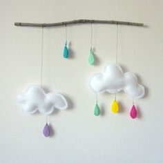 cloud mobile I am in LOVE with mobiles to hang over baby's crib and have been to. Kids Crafts, Felt Crafts, Fabric Crafts, Diy And Crafts, Arts And Crafts, Cloud Mobile, Baby Mobile, Diy Projects To Try, Sewing Projects