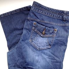 {Cute} Capris Size 16 Perfect condition. Size 16. Cute back pockets Canyon River Blues Jeans Ankle & Cropped