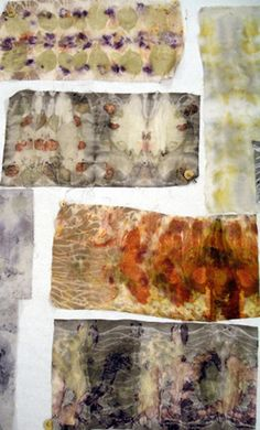 Class by India Flint. Pieces created with natural dyes, rust, and flowers Más Shibori, Natural Dye Fabric, Natural Dyeing, Fabric Painting, Fabric Art, Textile Dyeing, Dyeing Fabric, India Flint, Textiles Techniques