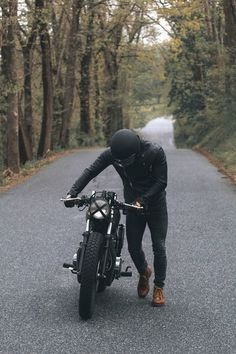 Ideas motorcycle for men cafe racers Cafe Racer Honda, Cafe Racer Bikes, Scrambler Motorcycle, Motorcycle Style, Biker Style, Ducati Scrambler, Estilo Cafe Racer, Cafe Racer Style, Vintage Jeep