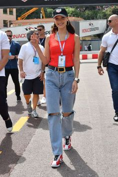 Bella Hadid - Monaco Grand Prix in Monte-Carlo Celebrity Photos, Celebrity Style, Bella Hadid Photos, Buy Jeans, Models Off Duty, Ripped Jeans, Casual Outfits, Street Style, Denim