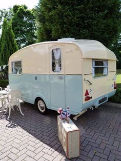 retro caravan 30 Awesome Teardrop Trailer Rv Camper Model Ideas To Consider. Buying used campers can prove to be profitable if someone has enough knowledge of the technical specifics. The sales of trailers have gone up in the c. Vintage Campers Trailers, Retro Campers, Vintage Caravans, Vintage Motorhome, Camper Trailers, Airstream Caravans, Tiny Trailers, Vintage Airstream, Camping Vintage
