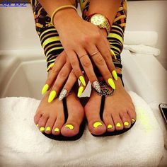 Neon yellow stiletto nails w/ matching pedi. Super daring and youthful! Sexy Nails, Hot Nails, Fancy Nails, Stiletto Nails, Nails On Fleek, Fabulous Nails, Gorgeous Nails, Pretty Nails, Talon Nails