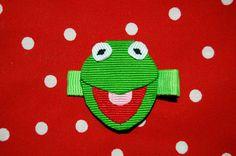 The Frog - could make with craft foam Ribbon Hair Clips, Ribbon Art, Diy Hair Bows, Diy Ribbon, Ribbon Crafts, Hair Barrettes, Headbands, Disney Bows, Craft Foam