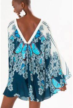 Vestido Curto Farm Garimpo Noturno - BabadoTop Camisa Hippie, Plus Size Summer Fashion, Hippy Chic, Floral Kimono, Beach Dresses, Boho Gypsy, Casual Looks, Casual Wear, Beachwear