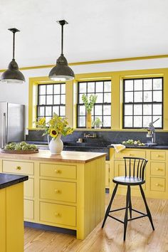 Yellow Kitchen Designs, Yellow Kitchen Decor, Yellow Home Decor, Kitchen Cabinet Colors, Painting Kitchen Cabinets, Unique Home Decor, Kitchen Cupboard, Yellow Kitchens, Kitchen Colors