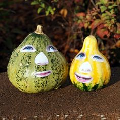 Kids decoupage their face to a gourd or pumpkin in this fun Halloween craft.