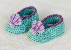I have gathered and make a fantastic gallery on free crochet baby booties patterns.All of these free crochet baby booties patterns are really inspirational and cute. Crochet Bebe, Baby Girl Crochet, Crochet Baby Shoes, Free Crochet, Crochet Poncho, Crochet Dolls, Crochet Sandals Free, Crochet Baby Booties, Crochet Slippers